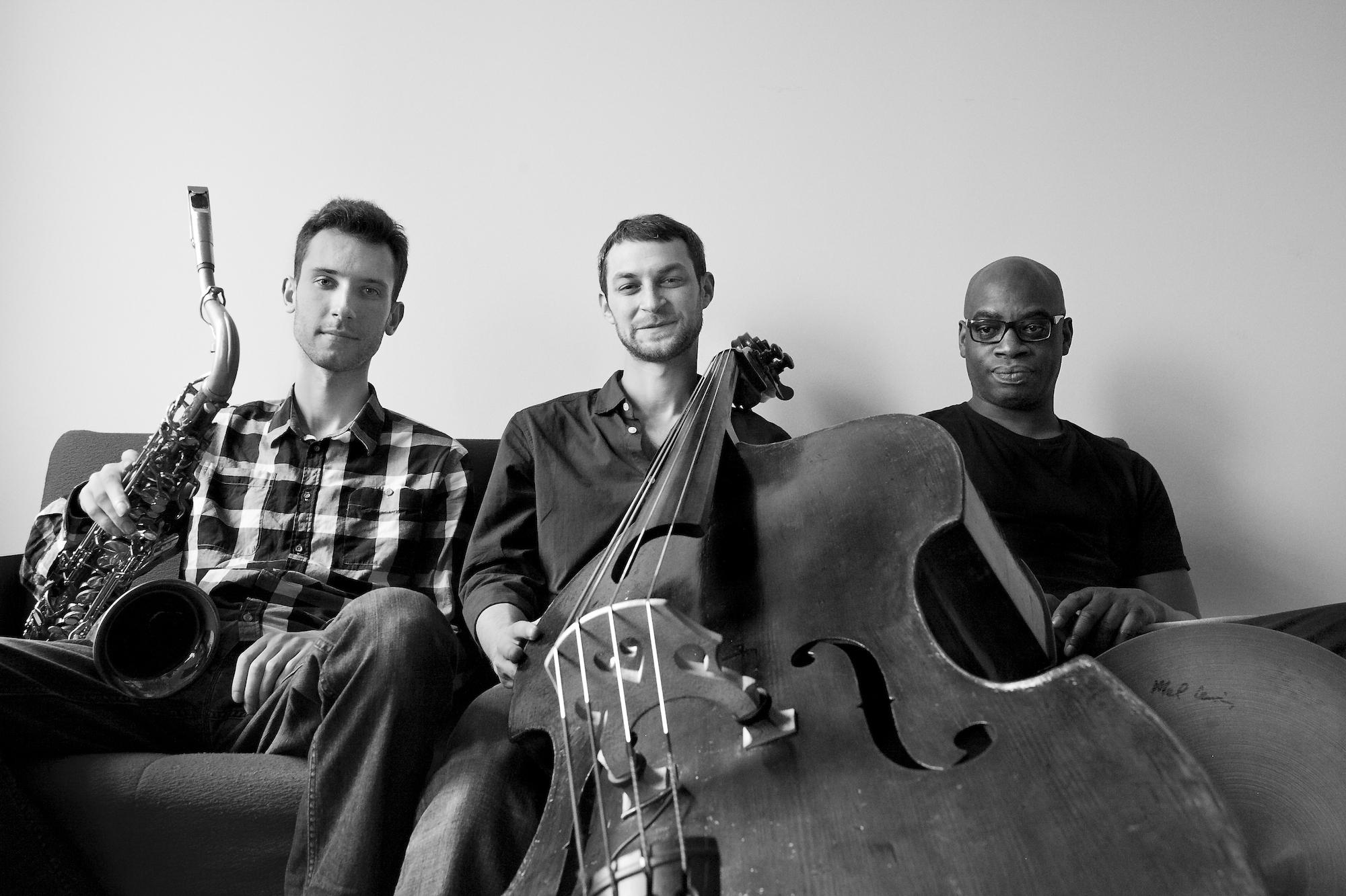 Paziņojums presei: Cēsu Fonoklubā uzstāsies džeza trio Mike Parker's Trio Theory